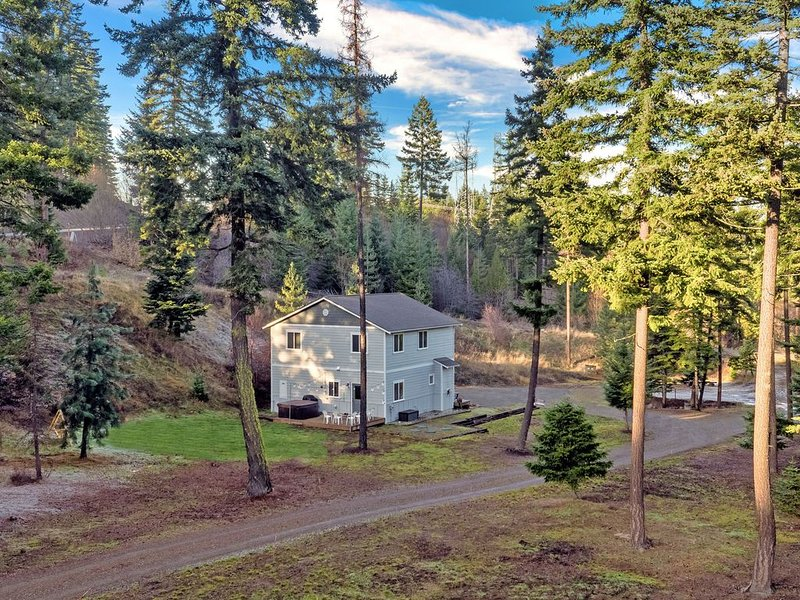 Hot tub, exploration, stunning views & family-friendly features welcome you!, alquiler vacacional en South Cle Elum