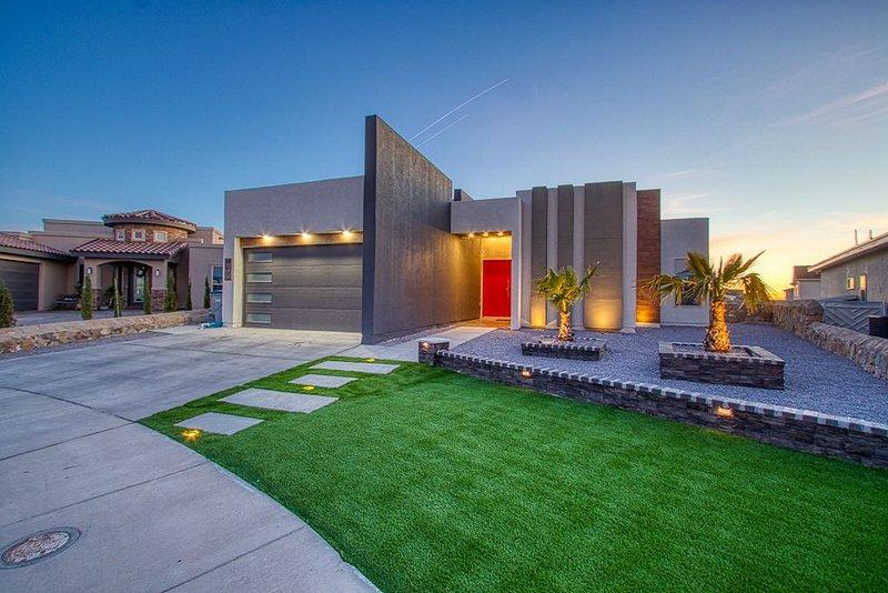 Miami Style Pool House, holiday rental in Santa Teresa