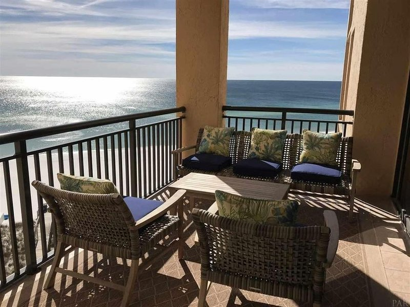 Clean, Spacious and Updated 2BR Condo with Fantastic Gulf Views!, location de vacances à Navarre