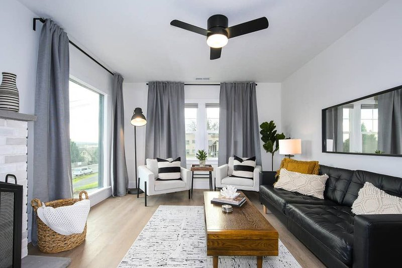 Quarantine in Bliss *Brand New Bright Modern Space*, vacation rental in Boring