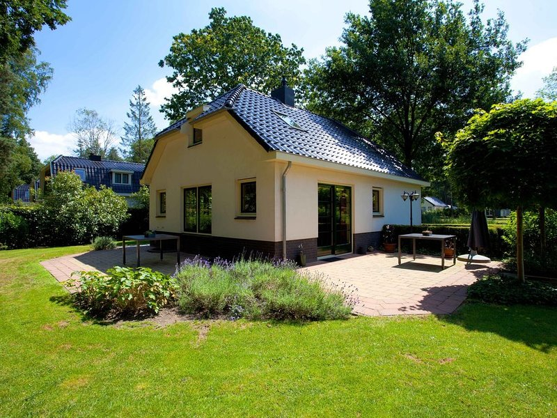 Royal detached holiday villa for 8 people located in a forested area., Ferienwohnung in Ede