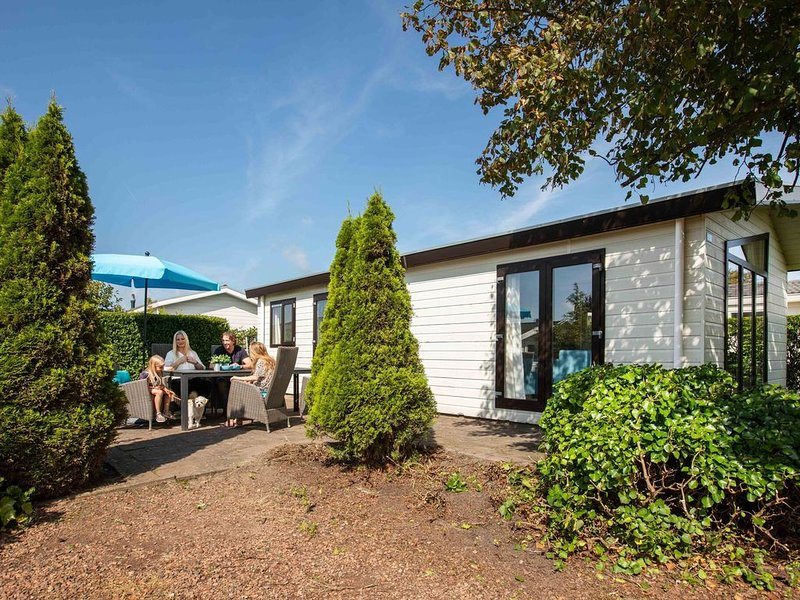 Beautiful detached 4-person holiday home a short distance from the sea., holiday rental in Egmond aan den Hoef