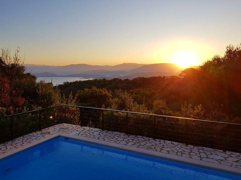 Villa Chiquitita, Nr Kalami,  Heated Private Pool, Stunning Views, WiFi, A/C, holiday rental in Vigla