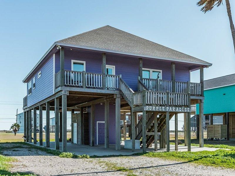 Gorgeous Surfside Beach retreat, dog friendly waterfront home w/beach access!, location de vacances à Freeport