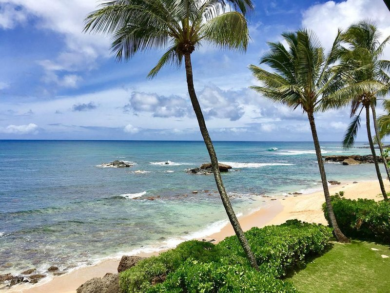 Honu Pacific Surf- Stunning Oceanfront North Shore Home!, holiday rental in Haleiwa