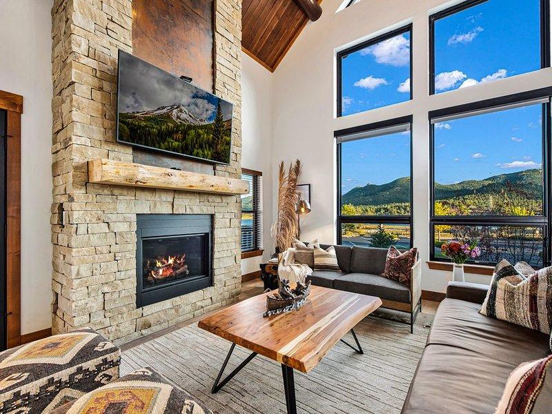 New Log cabin, The Bears Den - 2 bedrooms, loft, 2.5 bath, Fireplace., alquiler de vacaciones en Glen Haven