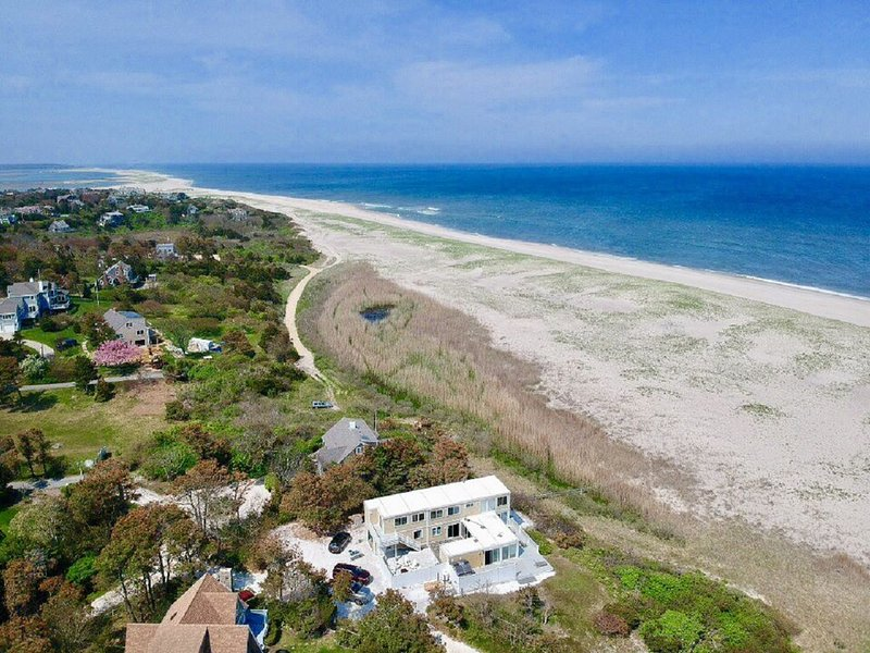5-BR Beach House Directly On Nauset Beach, Best Views on the East Coast; 017-O, holiday rental in Orleans