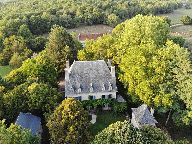 Chateau Mas de Pradiè, 'The Stables'  2 bedroom luxury gite in Aveyron., location de vacances à Villeneuve d'Aveyron
