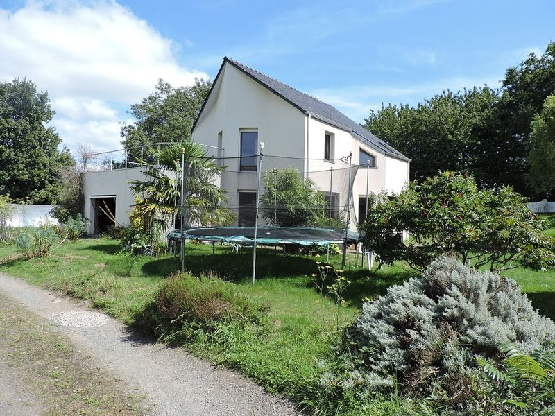 Grande maison familiale à proximité de la mer., holiday rental in Daoulas