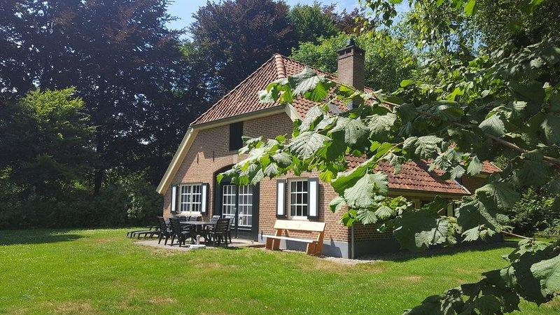 Gelderland, Achterhoek prachtige vakantieboerderij op landgoed Zelle voor 9 pers, vacation rental in Doetinchem