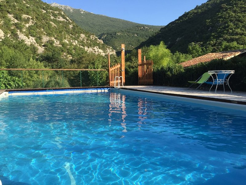 Grand gite confortable entre amis, en famille., vacation rental in Navas