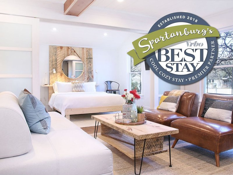 5★ Stunning Designer Cottage In Beautiful Neighborhood | Walk to Downtown, holiday rental in Woodruff