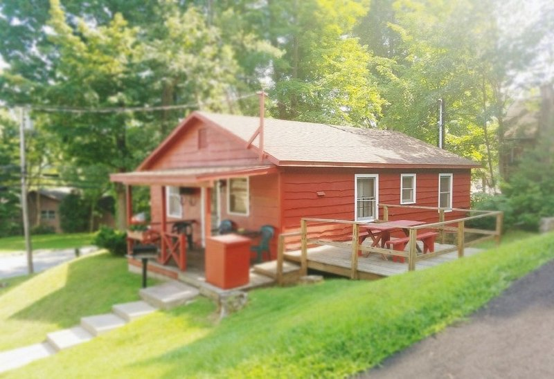 The Gold Eagle Cabin 1, vacation rental in Lake George