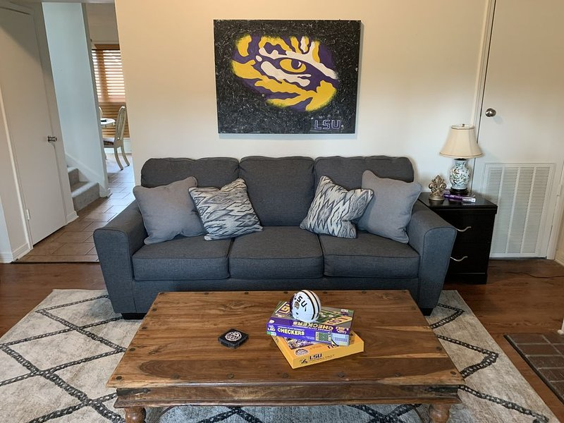 Comfortable, convenient, and close to LSU!, holiday rental in Baton Rouge