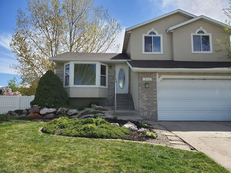 Woods Cross House · Newly renovated modern 4 bedroom w/2-car garage, vacation rental in Davis County