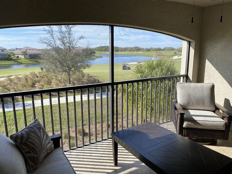 Lakewood National - New Condo & Furnishings with Full Golf & Facility Privileges, holiday rental in Myakka City