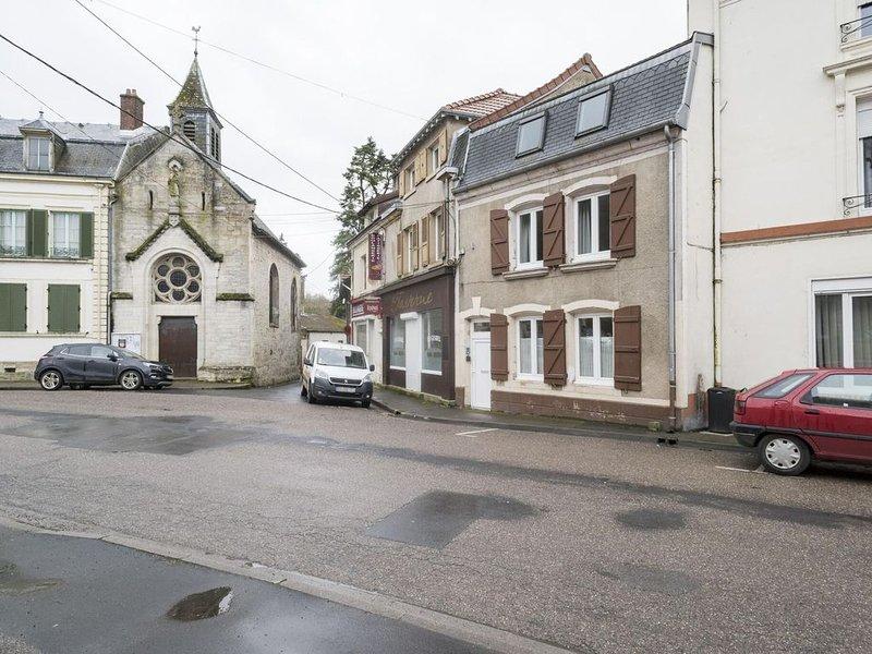 Ravishing Holiday Home in Dun-sur-Meuse near Joset Alain, holiday rental in Nouart