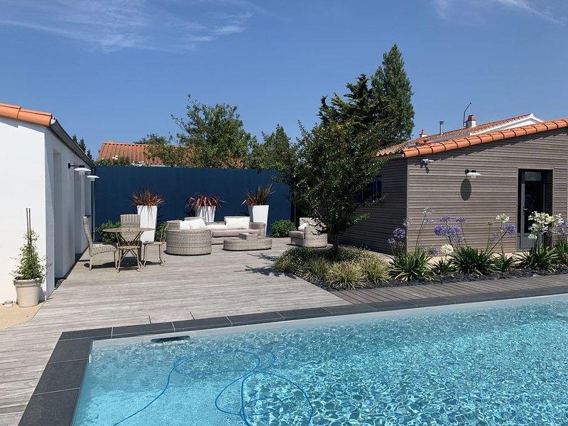 Très belle Villa avec piscine et terrasse arborée, aluguéis de temporada em Olonne-sur-Mer