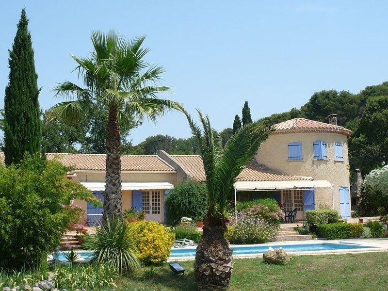 Chambre d'Hôte dans Bastide 2 personnes dans parc arboré avec Piscine, holiday rental in Roquevaire