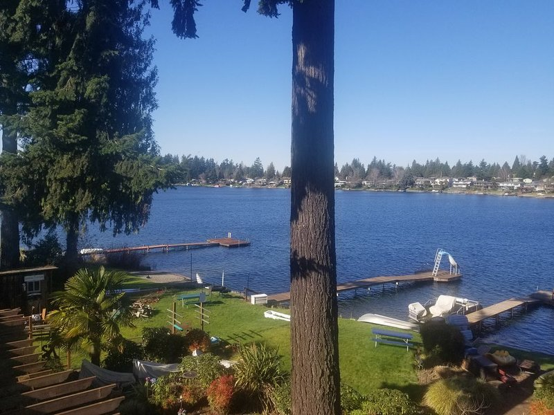 Seattle/Airport/Light Rail/SeaTac/2Bdrm Apt/Waterfront Home, holiday rental in SeaTac
