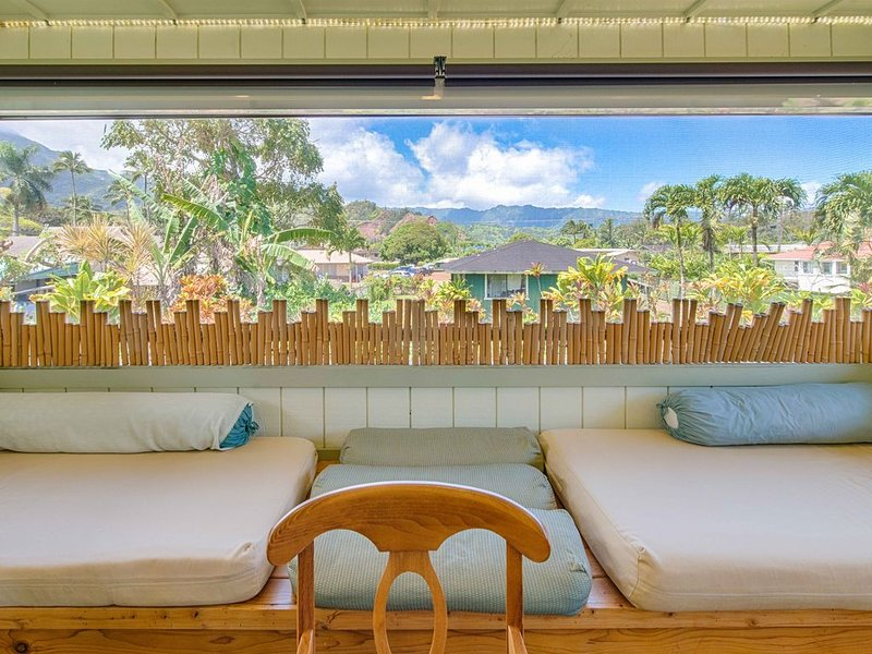 5bdrm Ohana House: Steps away from the Beach~Hanalei Town [5bd Mahi], holiday rental in Hanalei