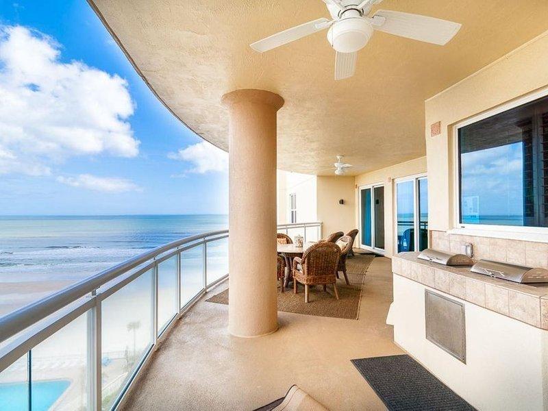Ocean Vistas 702 Luxurious Beach Condo Awesome View 4 Bedroom- Sleeps 11, alquiler de vacaciones en Daytona Beach