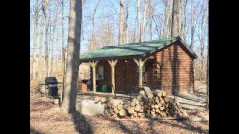 Cozy Amish Log Cabin, Near Caves, Grill, Fire Pit, DirecTV, WiFi, Pet Friendly! – semesterbostad i McArthur