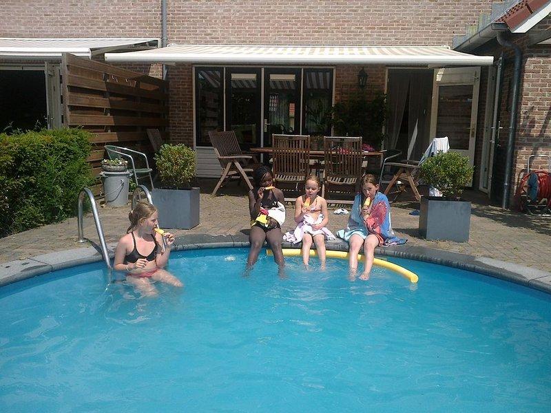 Moderne geschakelde villa met zwembad  nabij het Veerse Meer, holiday rental in Middelburg