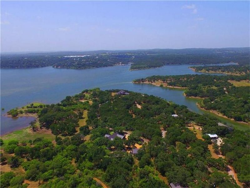 Secluded Guest House & Pool on Lake Travis Cove, location de vacances à Spicewood