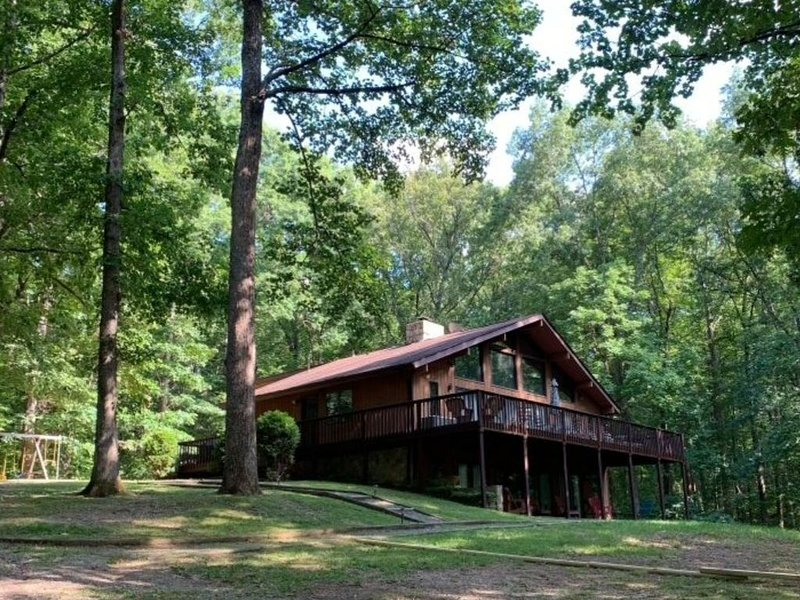 Lakefront home w/secluded cove, deep water dock, plenty of space, holiday rental in Bumpass