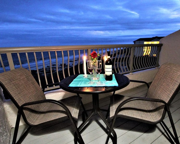 New  Listing  -  Immaculate OCEANFRONT condo steps away from the beach!, casa vacanza a Amelia Island