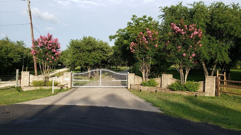 Paradise  on 7 acres. Room to roam!, holiday rental in Liberty Hill