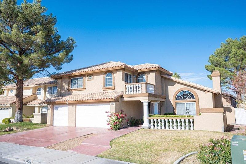 Amazing house 5 minutes from Strip!, location de vacances à Henderson
