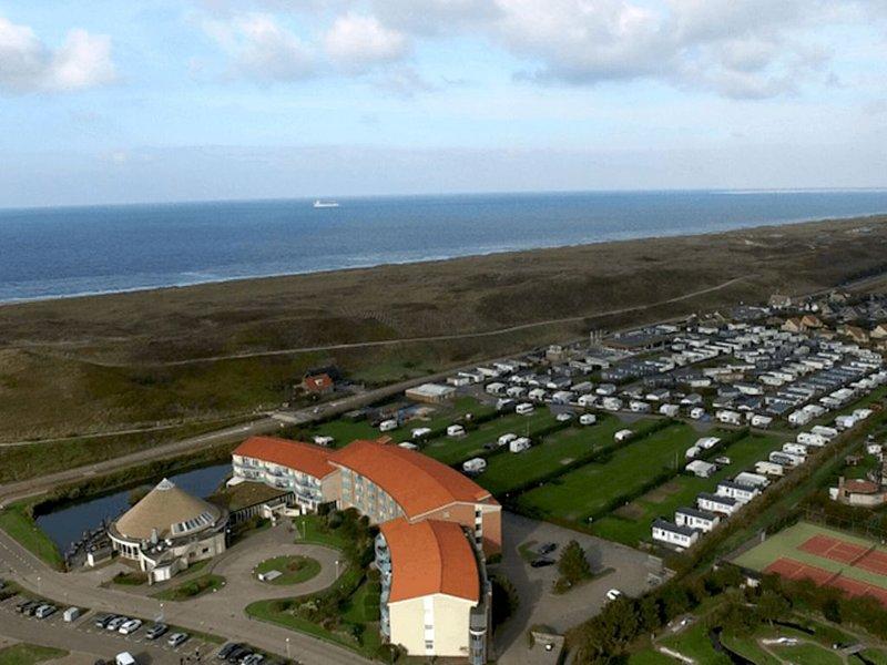 Nice apartment with garden 400m from the North Sea, aluguéis de temporada em Breezand