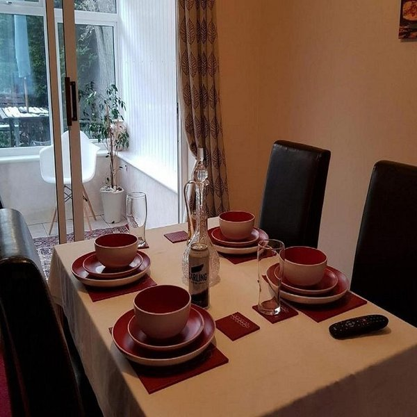 Ravenhill House - Huku Kwetu (Luton), holiday rental in Whipsnade