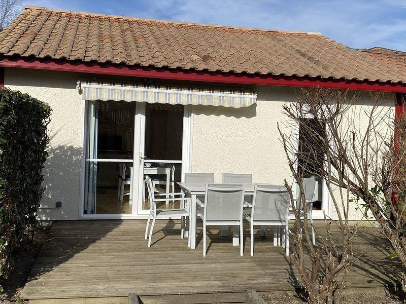 SPACIEUSE VILLA, 6 PERSONNES, DANS VILLAGE VACANCE AVEC PISCINES, location de vacances à Vieux-Boucau-les-Bains