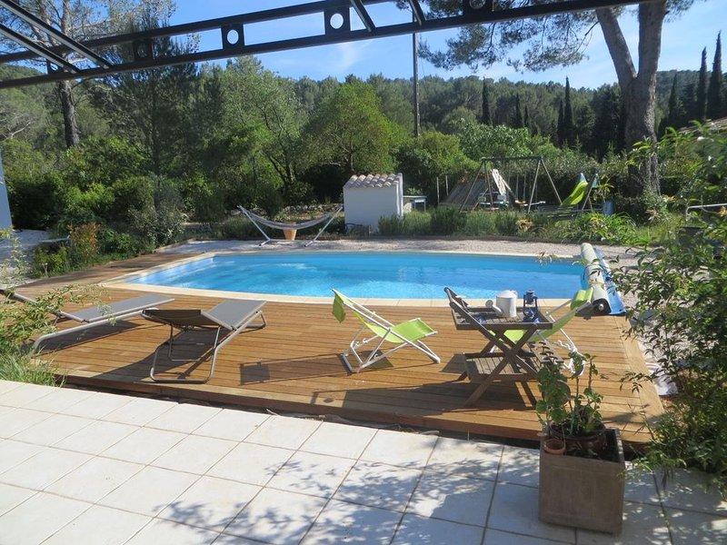Villa T5 au calme proche mer piscine clim grande terrasse vue dégagée colline, vacation rental in Cuges-les-Pins