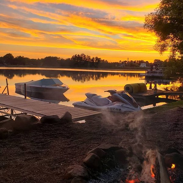 4 Seasons Of Fun On Beaver Dam Lake!, casa vacanza a Cumberland