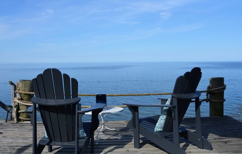Stunning Lake Michigan views in our light, airy beachfront cottage.  Sleeps 10., alquiler vacacional en West Olive