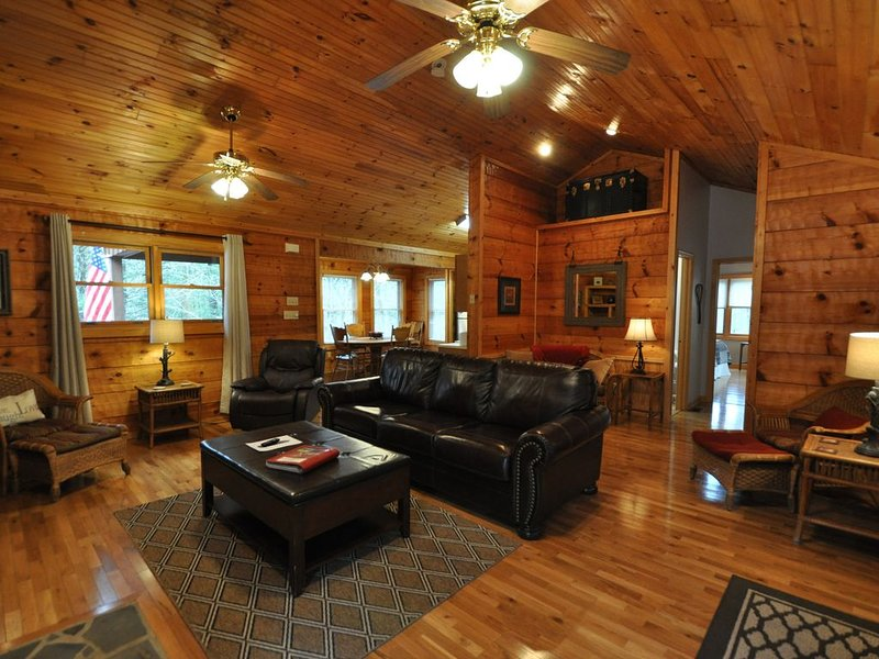 Laurel Mist, A Family Sized Nature Lovers Retreat!!, vacation rental in Townsend