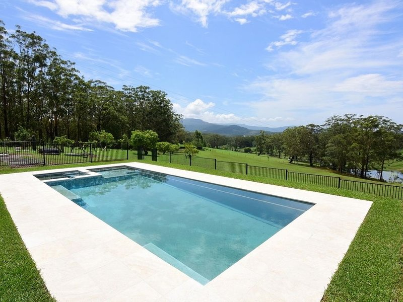 Bó Farm - Luxury  Farmhouse with Private Pool & Spa, holiday rental in Berry