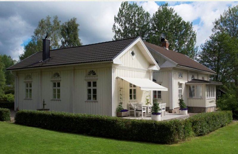 Charming house in nature with a private pool, holiday rental in Tocksfors