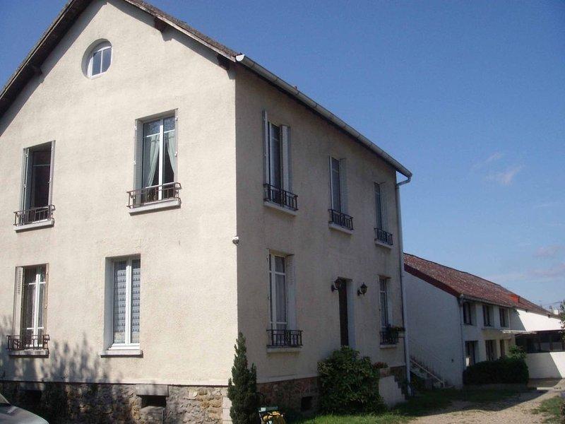 Maison familiale de centre ville proche gare et toutes commodités, location de vacances à Dammarie-les-Lys