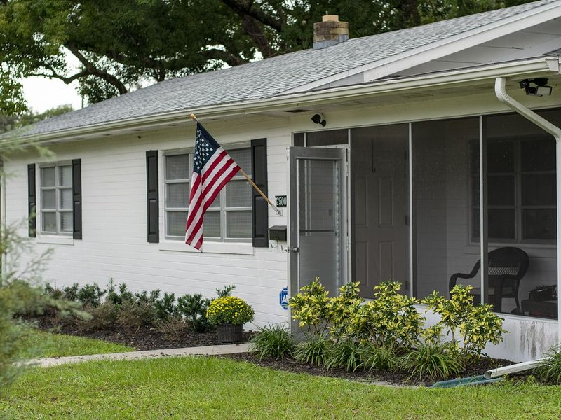 Mount Dora Home Near Historic Downtown, holiday rental in Umatilla