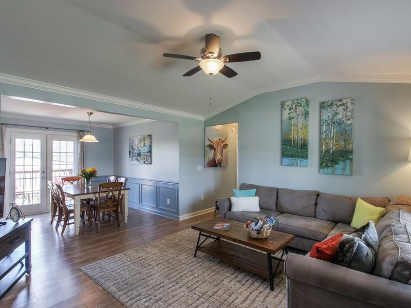 A Hop, Skip and a Jump to it All!, holiday rental in Spring Hill
