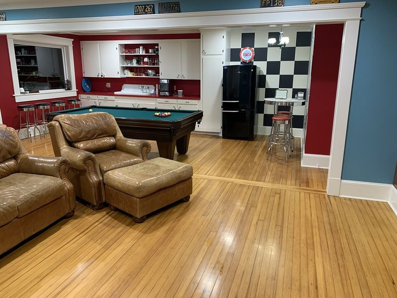 Park Avenue Loft overlooking Parkerson Avenue, holiday rental in Eunice