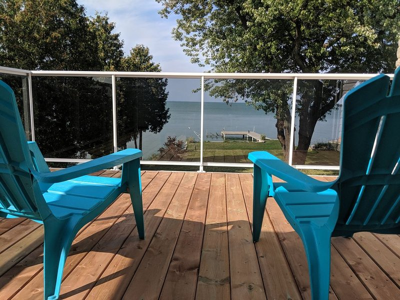 Beautiful waterfront oasis this home is perfect for your next family vacation!, holiday rental in Leamington