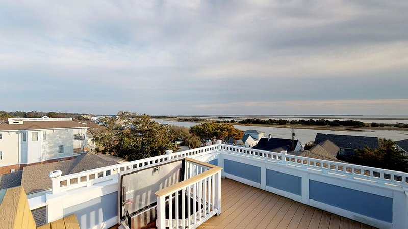 Beaufort Watch - Front Street 7 Bedroom Home, location de vacances à Harkers Island