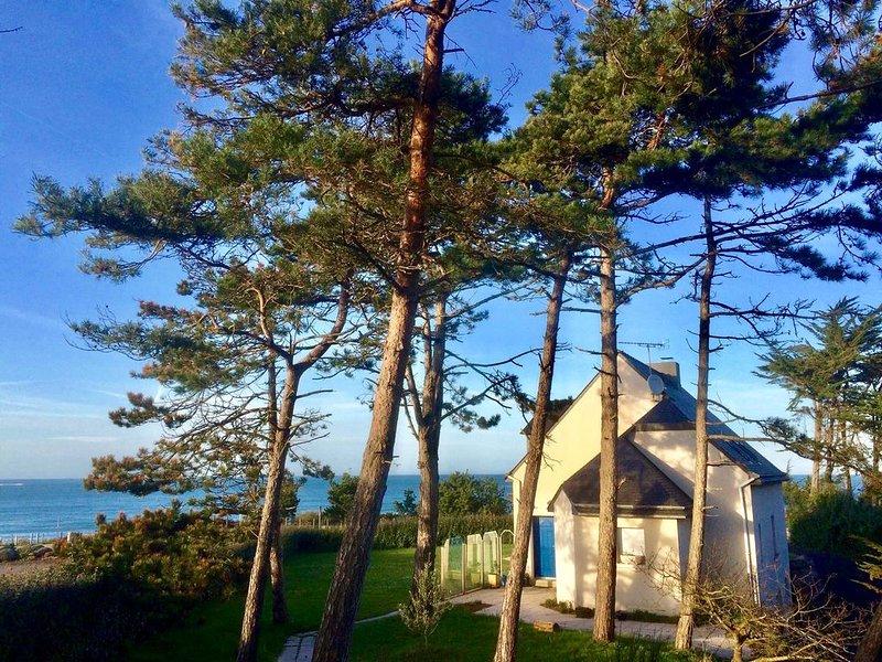 À 30 mètres de la plage, grande maison tout confort avec vue sur mer, casa vacanza a Pleherel-Plage-Vieux-Bourg