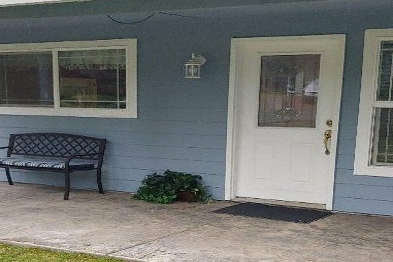 Wooded Solitude (close to I-5, 205, PDX & Salem), holiday rental in Wilsonville